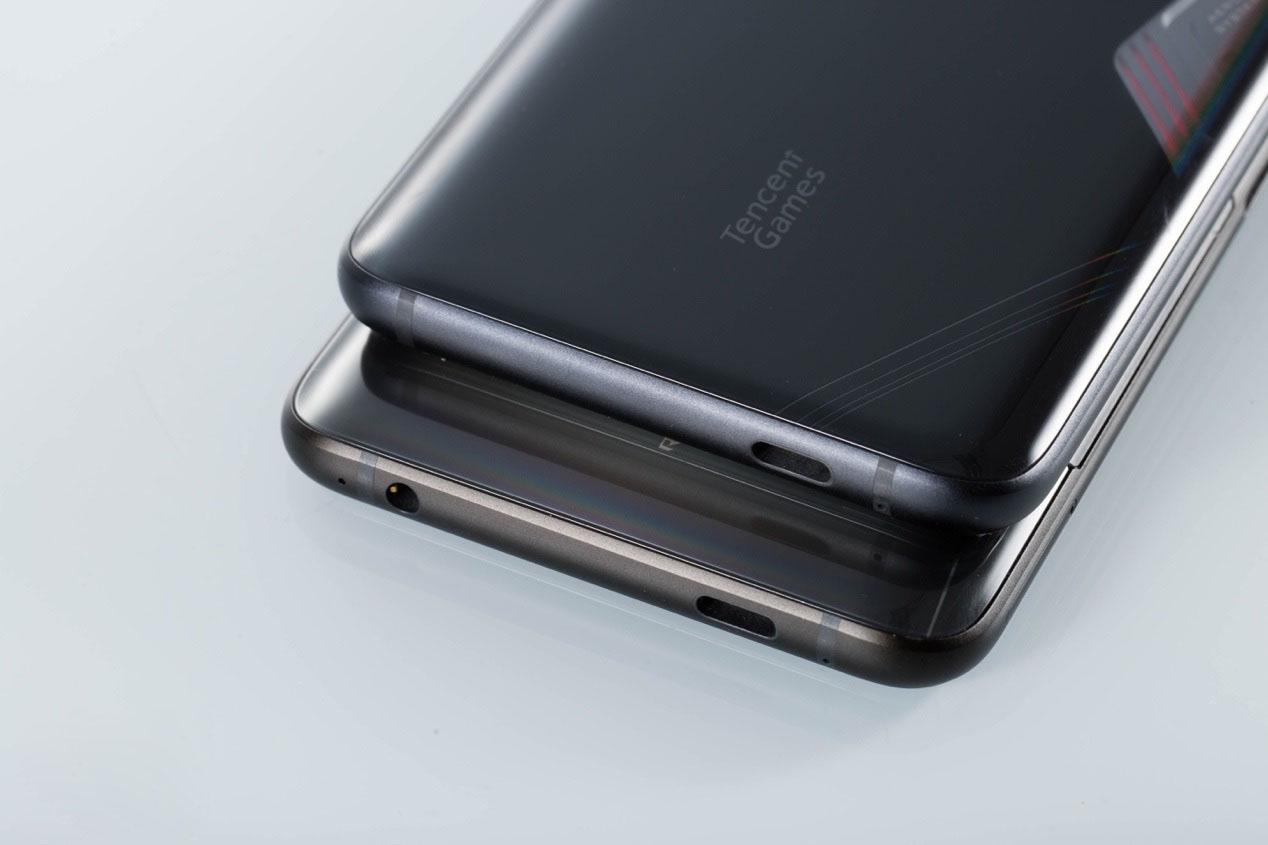 ROG-phone3--Port-sac.jpg